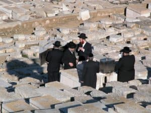 Hasidic Jews at Mt of Olives grave, tb012603214